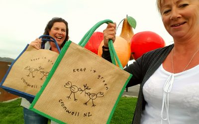 Local heroes – Cromwell bids farewell to plastic bags